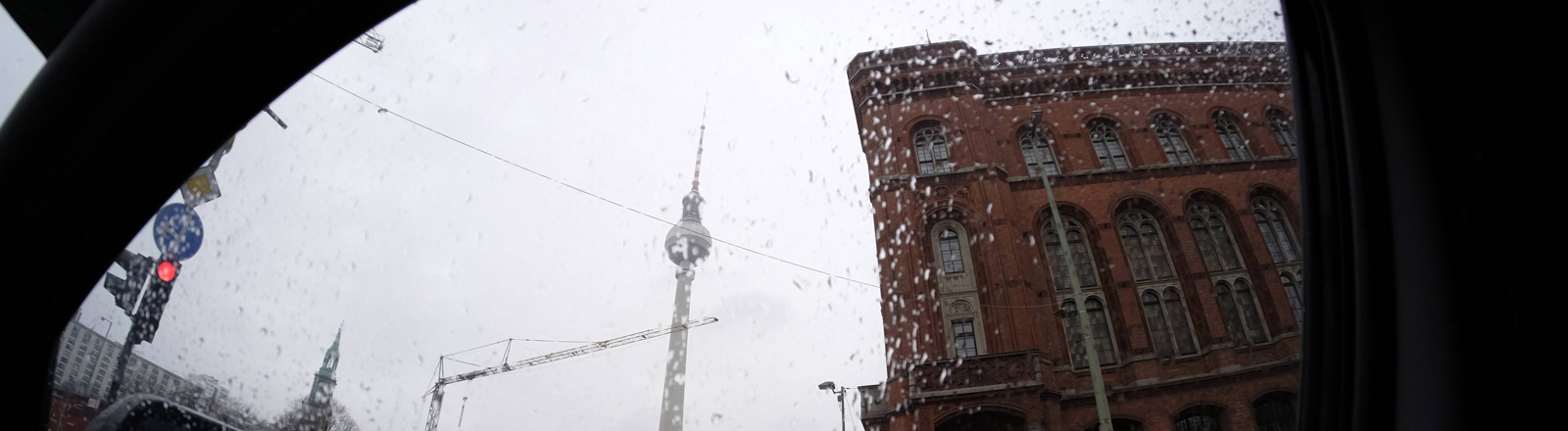 Regen am Alexanderplatz in Berlin