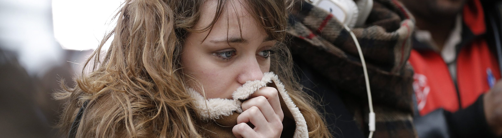 Menschen versammeln sich in Trauer in der Nähe des Bataclan-Theaters  in Paris