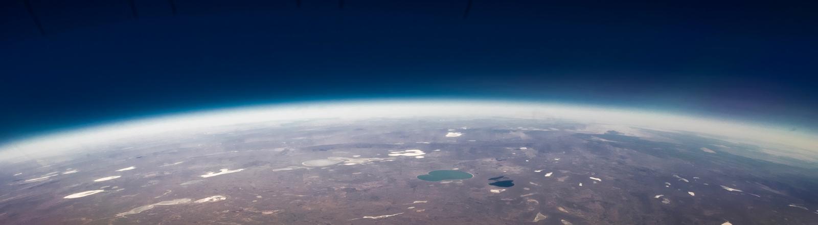 Blick auf Erde aus Weltraum