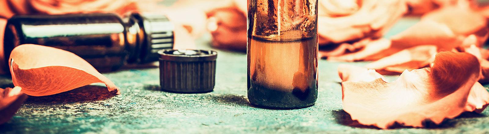 Ätherisches Öl in kleiner Flasche