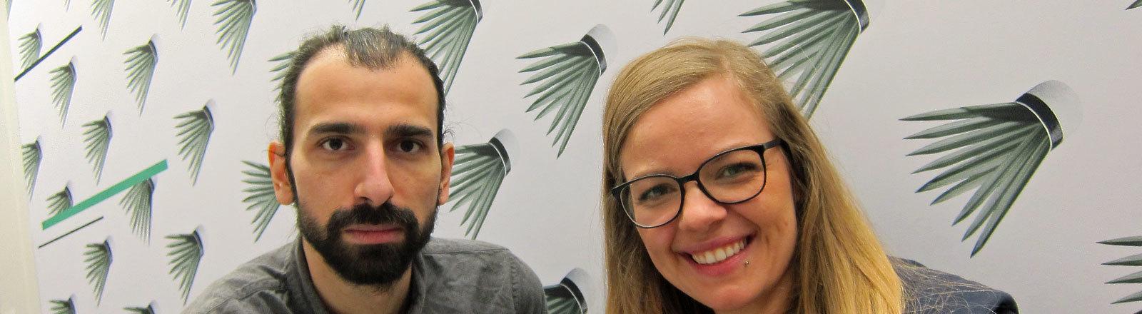 Autor und Filmemacher Rami Hamze neben Moderatorin Jenni Gärtner.