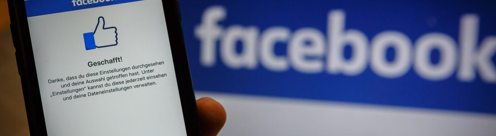 Datenschutzeinstellungen bei Facebook auf einem Smartphone