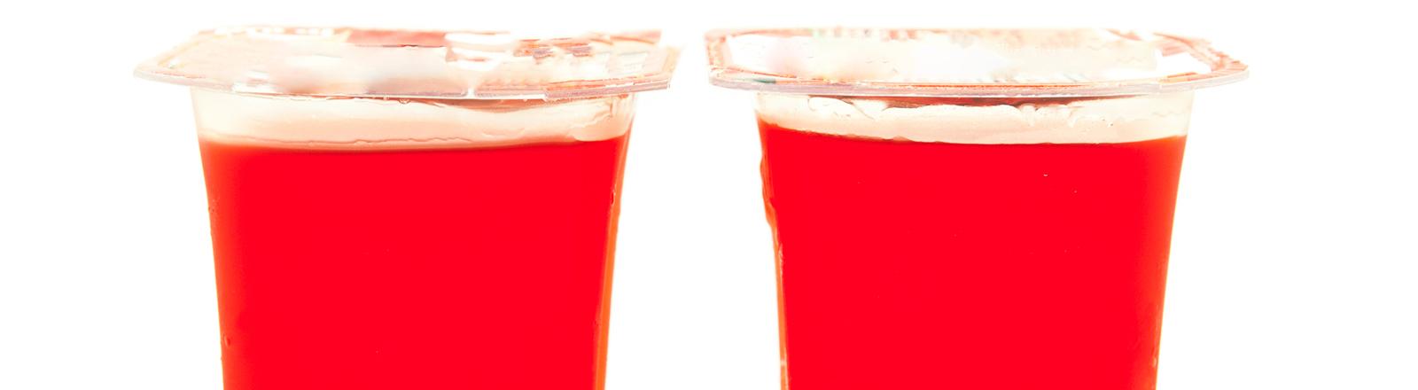 Farbstoffe in einem Dessert in rot
