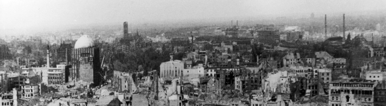 Eine durch Bombenangriffe zerstörte Stadt