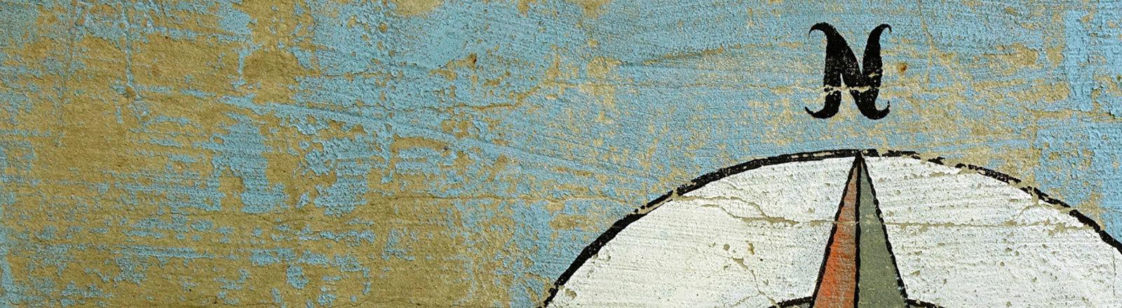 27.07.2017, Kreuzberg, Berlin, Eine Windrose wurde an eine Mauer gesprayt.