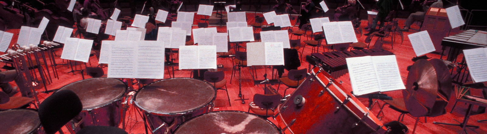 Instrumente im Orchestergraben.