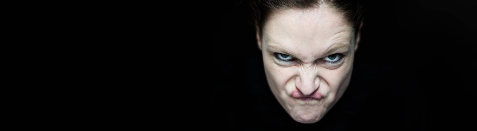 Eine wütende Frau.