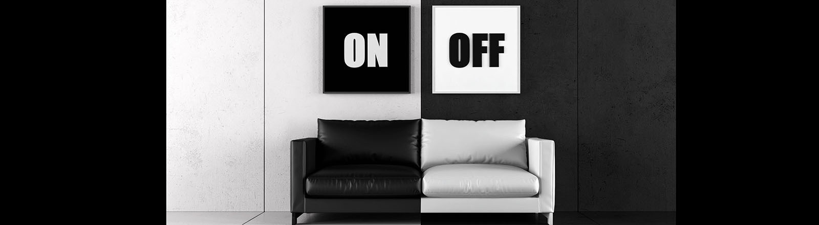 Ein Raum, der kontrastierend in Schwarz und Weiß gehalten ist.