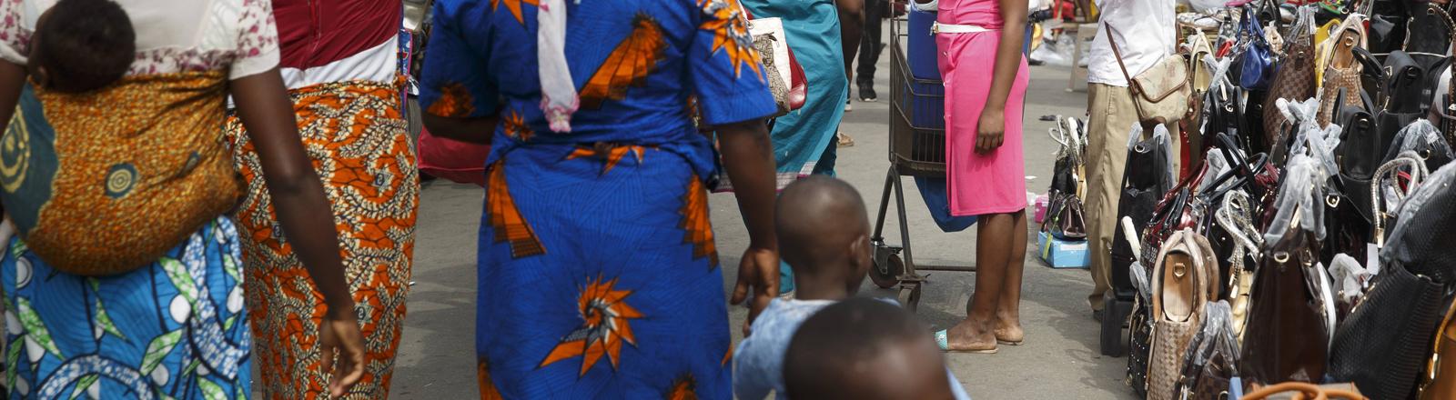 Straßenszene in Cotonou, Benin