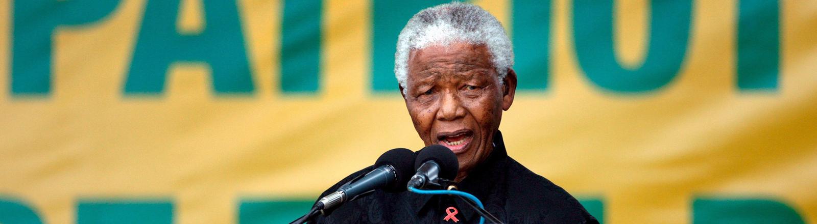 Mandela am Mikrofon