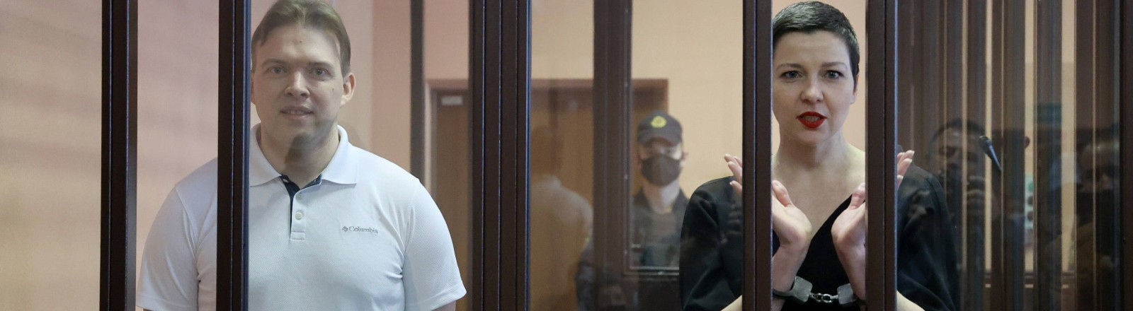 Die belarusische Oppositionellen Maxim Snak und Maria Kolesnikowa am 6.09.2021 im Gerichtssaal in Minsk.