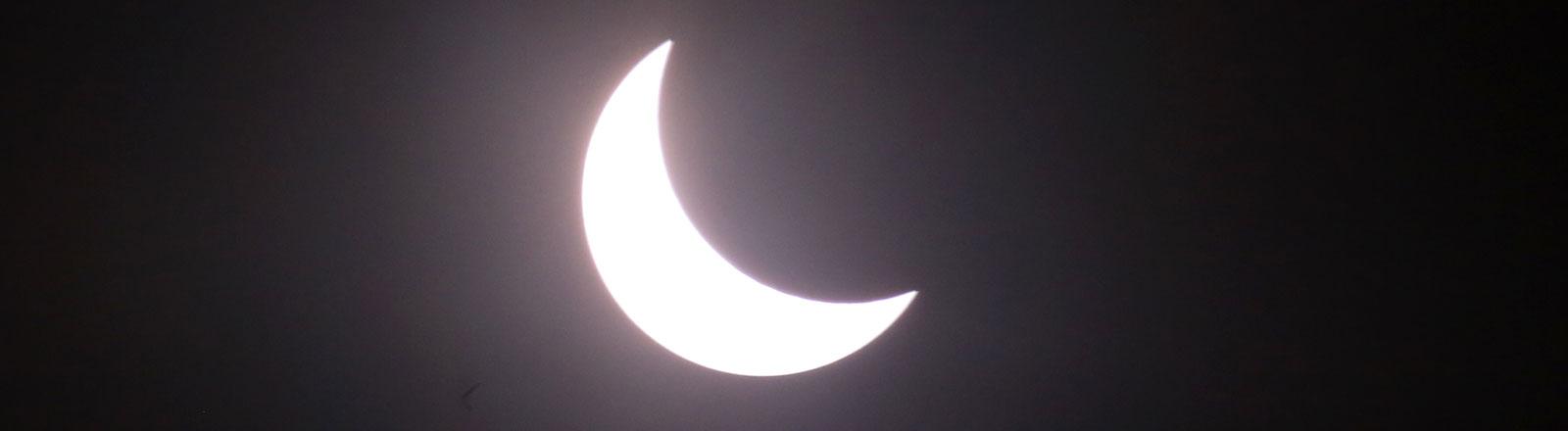 Mond vor der Sonne