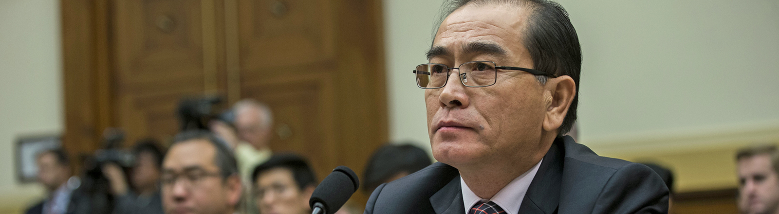 Former Deputy Chief of Mission, Embassy of the Democratic People's Republic of Korea in the United Kingdom, a North Korean defector to South Korea, Thae Yong-ho testifies before the United States House of Representatives Committee on Foreign Affairs on Capitol Hill in Washington, D.C. on November 1st, 2017. Credit: Alex Edelman / CNP Foto: Alex Edelman/Consolidated/dpa