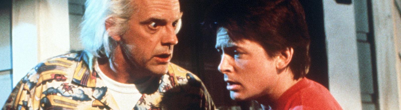 """Marty (r) und Dr. Brown (l) in dem Spielberg-Film """"Zurück in die Zukunft""""."""