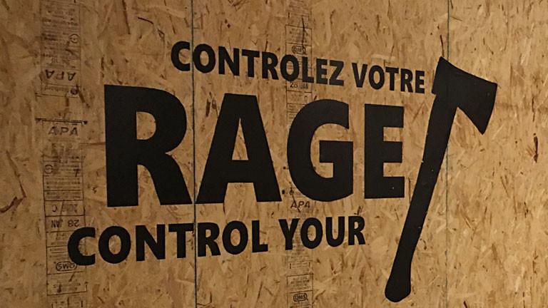 """Logo der Axtwerf-Halle """"Rage Montreal"""" auf einer Wand"""