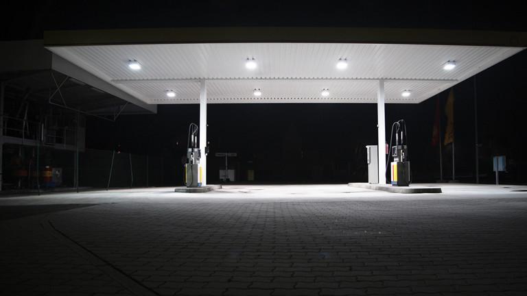 Erste Schätzungen gingen davon aus, dass Ghawar insgesamt Milliarden Barrel Öl enthält und etwa 60 Milliarden förderbar sind. Folgende Schätzungen über die förderbare Menge an Erdöl in Ghawar variierten zwischen 70 und Gigabarrel.