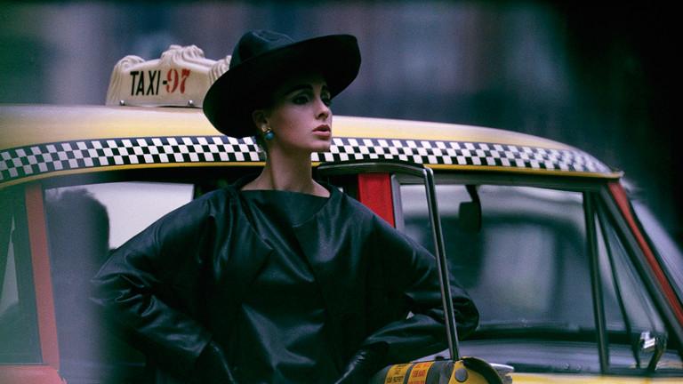 """Paparazzi!"" Ausstellung Kunsthalle Schirn Frankfurt: Antonia + yellow cab, New York, 1962"