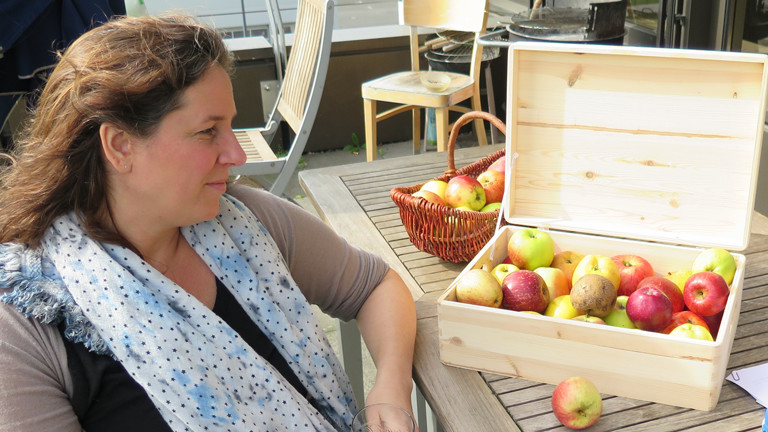 Die Pomologin Carina Pfeffer erklärt alte Apfelsorten