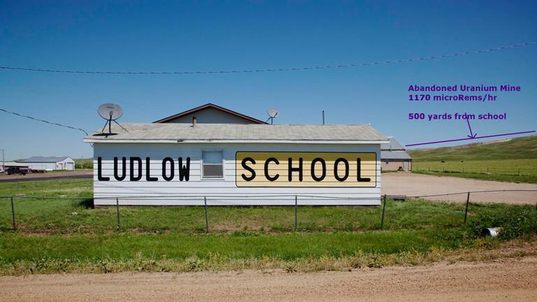 Die Ludlow-School in unmittelbarer Nähe einer Uranmine.