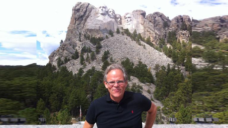 Andreas Horchler vor dem Mount Rushmore.