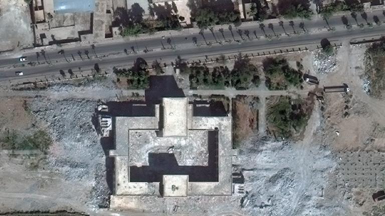 Die zerstörte Moschee Uwais al-Qarani und das Mausoleum Ammar Bin Yasser 2014 in Rakka.