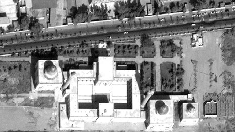 Die intakte Moschee Uwais al-Qarani und das Mausoleum Ammar Bin Yasser 2011 in Rakka.