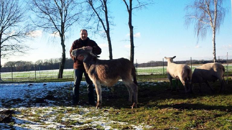 Schäfer Tino Barth mit Eselstute Molli