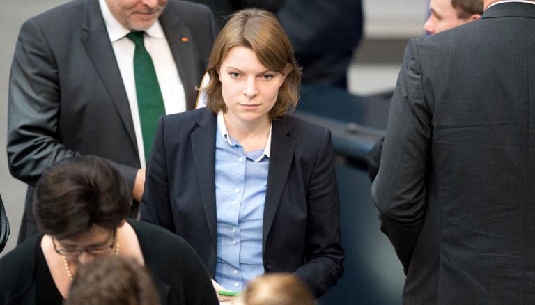 Die jüngste Bundestagsabgeordnete Emmi Zeulner bei der ersten konstituierenden Sitzung des Bundestags 2013.