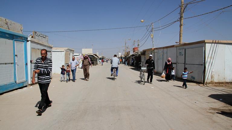 Ein typische Straße in Zaatari. Kein Auto- dafür aber Fahrrad- und Fußgängerverkehr.