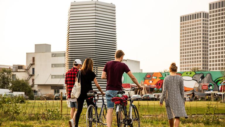 Schön designed passt der Smog Free Tower gut in das Rotterdamer Stadtbild