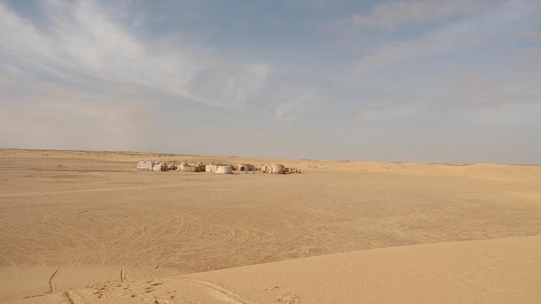 Onq Jmel alias Mos Espa liegt in der tunesischen Wüste