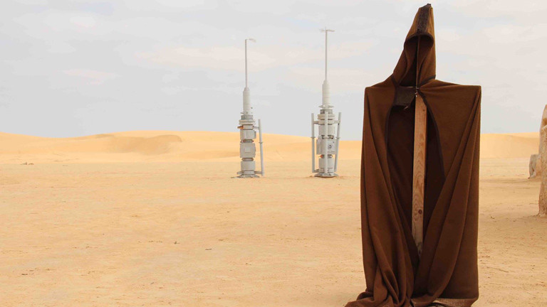 Der Umhang eines Jedi-Ritters und zwei Raketen, die vom Dreh übrig geblieben sind.