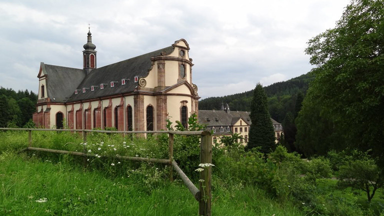 Die Abtei Himmerod liegt im malerischen Salm-Tal in der Eifel.