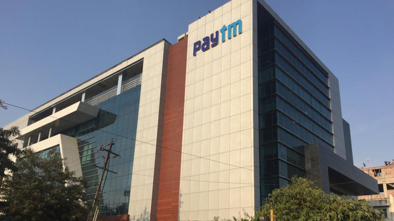 """Das derzeit wohl heißeste Internet-Startup in Indien heißt paytm. Es residiert in zwei Firmengebäuden in Noida vor den Toren Neu-Delhis. Pay tm heißt """"Pay Through Mobile"""". Die Firma ist spezialisiert auf Smartphone-Anwendungen. Es gibt ein online-Bezahlsystem und einen Marktplatz, über den auch Sari-Händler Anand verkauft."""