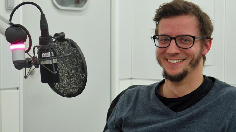 Philipp Fidler ist Leher und kotzt sich gerne unter #studenttrror auf Facebook aus.