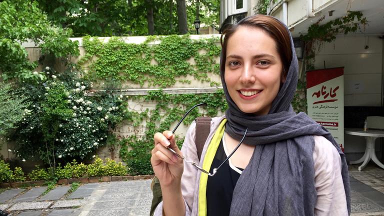 Gilda studiert an der privaten Filmschule Karname in der Klasse von Abbas Kiarostami.