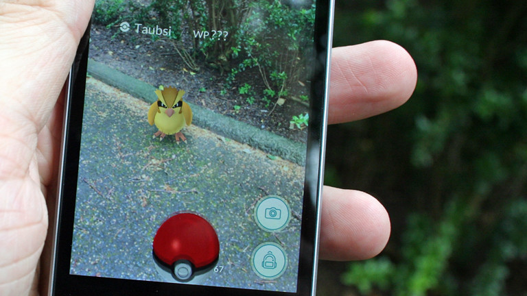 Pokémon finden und mit dem Ball abwerfen - das ist das Ziel in Pokémon Go.