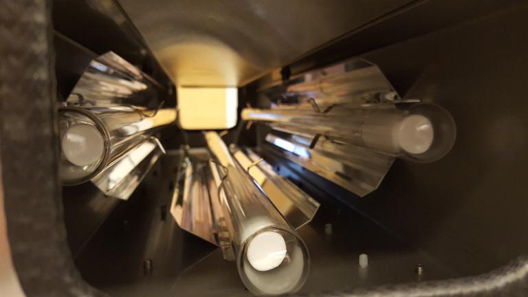 Escalite reinigt Handläufe von Rolltreppen