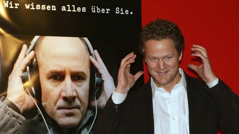 """Der Regisseur Florian Henckel von Donnersmarck posiert am Mittwoch (15.03.2006) in Berlin bei der Premiere des Films """"Das Leben der Anderen""""."""
