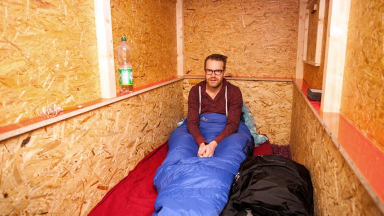 Reporter Christian Schmitt übernachtet in einer Wohnbox.