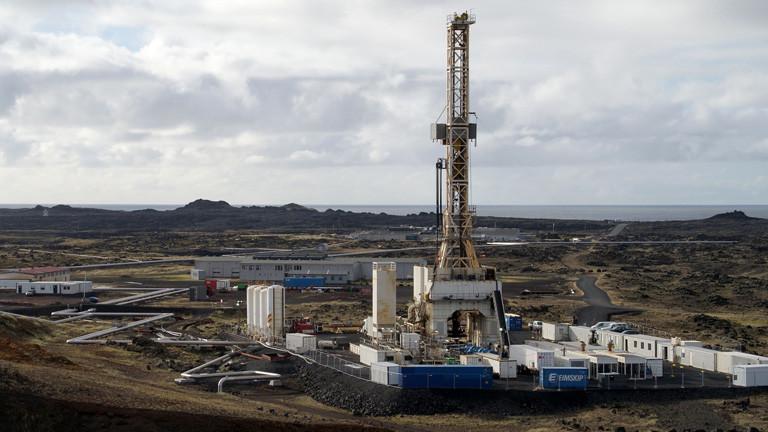 Der Bohrplatz: Aus heißen Quellen wird Strom: Reykjaneshver im Süden Islands.