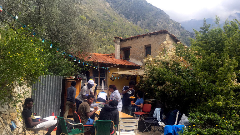 Der Hof Cédric Hérrous in den Bergern bei Breil-sur-Roya nahe der französisch-italienischen Grenze nord-östlich von Nizza.