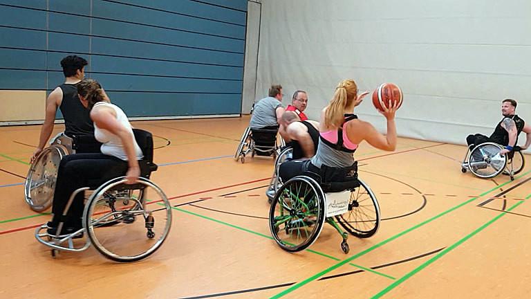 Caro Köhler spielt Rollstuhl-Basketball