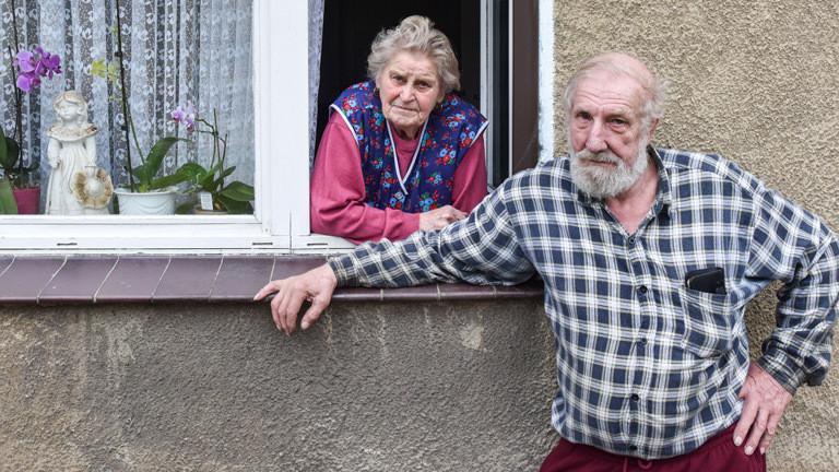 Erika Kühne und Paul Urbanek, die noch übrig gebliebene Bewohner des Örtchens Alwine.