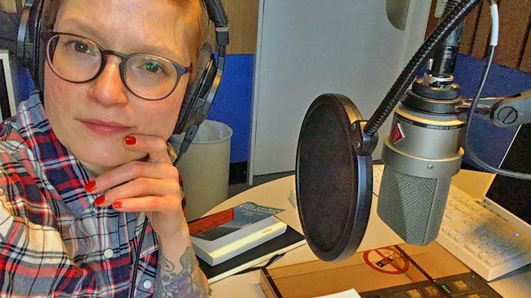 Lydia Herms spricht bei Deutschlandfunk Nova über Bücher