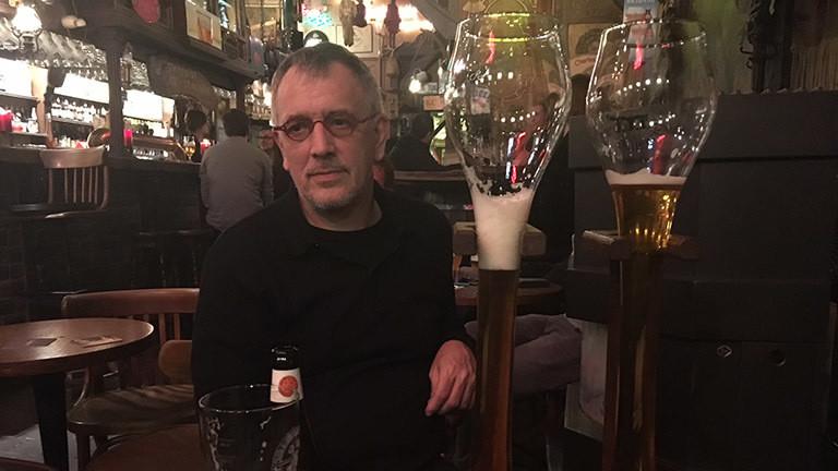 Gastwirt Alex Devriendt, Besitzer der Bar Dulle Griet in Gent.