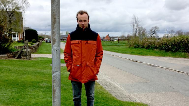 Simon Hansen lebt und arbeitet in Löwenstedt.