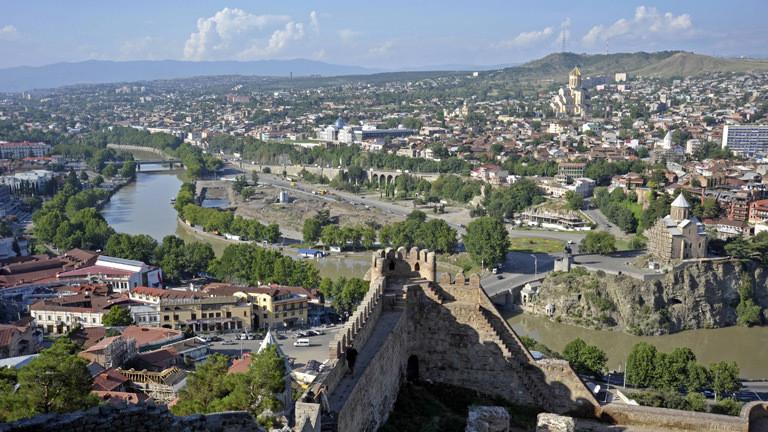 Blick über die georgische Hauptstadt Tiflis.