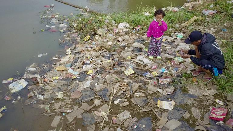 Der Fluss Citarum versorgt rund 30 Millionen Indonesier.