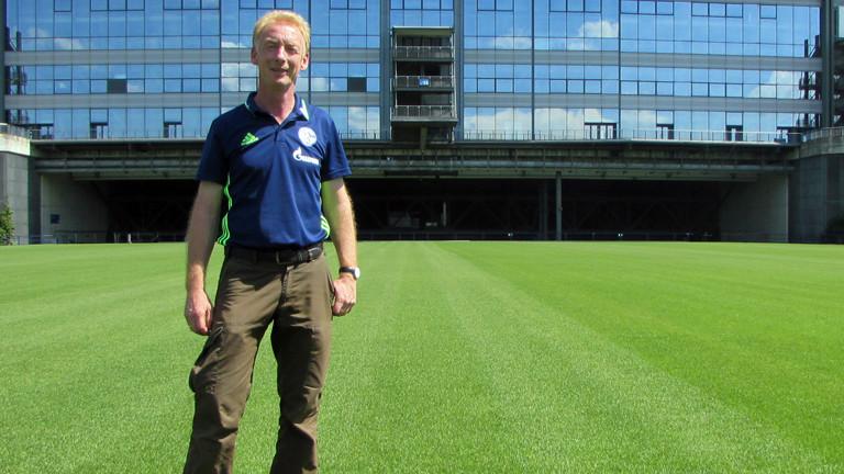 Thorsten Petri ist der Chef-Greenkeeper vom FC Schalke 04.